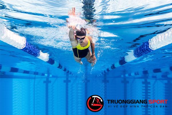 5 cách bơi đơn giản dành cho người mới học bơi