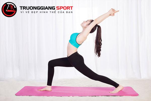Người mới tập yoga có thể tập những động tác nào để giảm mỡ bụng